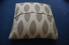 Sew Pillow Covers No sew pillow covers! I did this today and it was super easy and my pillows look great!No sew pillow covers! I did this today and it was super easy and my pillows look great! Sewing Pillows, Diy Pillows, Couch Pillows, Cushions, Throw Pillows, Pillow Ideas, No Sew Pillow Covers, Decorative Pillow Covers, Cushion Covers