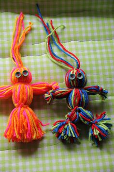 15 Cool Homemade Toys You Can Make for Your Kids : Simple and Sweet Yarn Dolls Easy to make, fun to play with, and great for gifts! Yarn Projects, Projects For Kids, Crafts For Kids, Wool Dolls, Yarn Dolls, Pom Pom Crafts, Yarn Crafts, Summer Crafts, Holiday Crafts