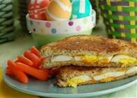 Grilked egg and cheese sandwich with yumny baby carrots on the side #BlueRibbonBread