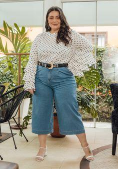 Calça jeans pantacourt azul médio disponível do tamanho 36 ao 54. Encontre no #aplicativo #Posthaus usando o código: 1424540 #JeansdoPPaoPlusSize #calçajeans #doPaoGG #pantacourt #tendência #jeans Bell Sleeves, Bell Sleeve Top, Mom Jeans, Plus Size, 36, Pants, Outfits, Women, Fashion