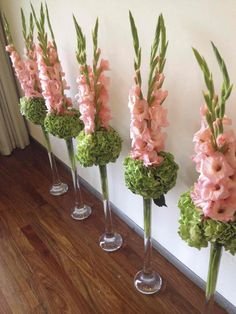 Simple centerpieces or aisle runners. 2019 Simple centerpieces or aisle runners. The post Simple centerpieces or aisle runners. 2019 appeared first on Floral Decor. Church Flower Arrangements, Church Flowers, Floral Arrangements, Simple Centerpieces, Wedding Centerpieces, Wedding Decorations, Ikebana, Fresh Flowers, Beautiful Flowers