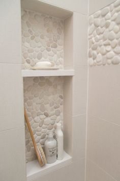 Pebble Tile Bathroom Shower Walls From white Carrara marble to black sliced pebble stones and beyond, discover the top 70 best bathroom shower tile ideas. Bathroom Renos, Bathroom Renovations, Bathroom Niche, Decorating Bathrooms, Design Bathroom, Bathroom Layout, Bathroom Storage, Budget Bathroom, Shower Storage