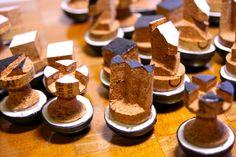 Jeux d'échecs pièces culbutos / LaSuiteLudique Chess Pieces, Gingerbread Cookies, Desserts, Food, Tailgate Desserts, Ginger Cookies, Deserts, Essen, Dessert