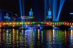 """Beim Festival """"Berlin leuchtet"""" setzen Lichtkünstler Gebäude der Stadt mit Licht und Projektionen spektakulär in Szene."""