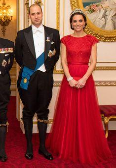 La Duquesa de Cambridge lleva la tiara favorita de la princesa Diana para la noche de mayor pompa y boato en el palacio de Buckingham - Foto 4