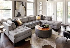 Looking for modern living room ideas with furniture and decor? Explore our beautiful living room ideas for interior design inspiration. Living Room Grey, Home Living Room, Living Room Designs, Cozy Living, Small Living, Modern Apartment Decor, Family Room Design, High Fashion Home, Living Room Inspiration