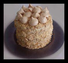 Chaja (bizcocho, nata dulce de leche, melocoton y crocante de merengue)