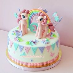 No photo description available. Bolo My Little Pony, Cumple My Little Pony, My Little Pony Birthday Party, Baby Birthday Cakes, Sparkle Cake, Fantasy Cake, Girl Cakes, Cute Cakes, Party Cakes