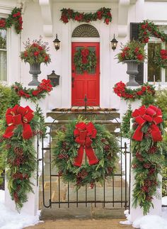 Front Door Christmas Decorations, Christmas Front Doors, Christmas Porch, Holiday Wreaths, Christmas Crafts, Outdoor Decorations, Christmas Garlands, Snowman Decorations, Christmas Foods