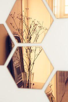 Måske i Ninas lejl eller i Sofies omklædningsrum. Spiegel Gold, Interior Inspiration, Design Inspiration, Tinted Mirror, Mirror Mirror, Decoration Entree, Copper Rose, Copper Metal, Deco Design
