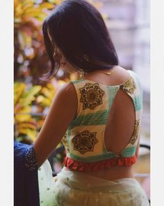 Blouse Designs Catalogue, Best Blouse Designs, Blouse Neck Designs, Blouse Styles, Black Saree Blouse, Sleeveless Blouse, Bollywood Designer Sarees, Stylish Blouse Design, Simple Sarees