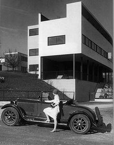 Double house, stuttgart germany, Le Corbusier 1926-27 Flexibility in plan, Five point diagram
