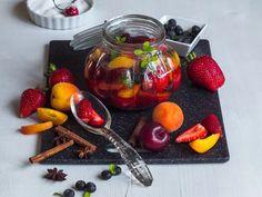 ZAVAŘUJEME, NAKLÁDÁME... - Inspirace od decoDoma Strawberry, Fruit, Food, Drink, Ideas, Beverage, The Fruit, Meals, Drinking
