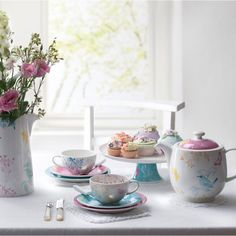 Portmeirion Dawn Chorus Dinnerware Collection - So pretty! Tea Party Cupcakes, Crockery Set, Afternoon Tea Parties, Fun Cup, House On A Hill, Kitchen And Bath, Decorative Items, Tea Time, Dinnerware