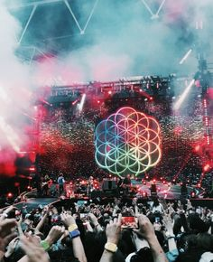 Coldplay- October 2017 at the Moda Center in PDX Chris Martin, Coldplay Concert, Coldplay Tour, Coldplay Lyrics, Guy Berryman, Groupe Pop Rock, Festival Photography, Country Music Singers, Imagine Dragons