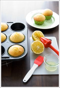 if i can find some creme fraiche around these parts.. these lemon muffins will be being made tonight!(: