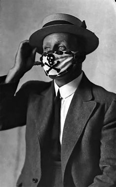 Vintage Photos Of People Wearing Masks During The 1918 Influenza Pandemic, One Of The Deadliest Natural Disasters In Human History Photo Vintage, Vintage Denim, Vintage Photos, Arte Banksy, Flu Epidemic, Flu Mask, Influenza, Lightning Strikes, Medical History