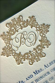 Letterpress Navy and Gold Wedding Invitation par DancingPenandPress