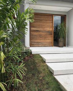 Front Door Entrance, House Front Door, House Doors, Facade House, House Entrance, Beautiful Front Doors, Modern Front Door, Entrance Design, Front Door Design