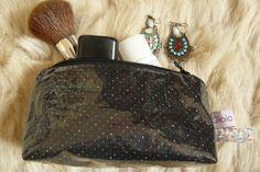 trousse en enduit coton noir à pois et doublure coton fleuri de la boutique GioiaJune sur Etsy