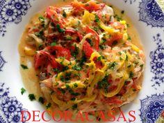 Receita de moqueca simples feita com saint peter (tilápia vermelha), leite de coco, tomate e pimentões. Fácil de fazer e leve, pode ser incluída na dieta Dukan. Confira todos os ingredientes e o modo de fazer na postagem de Flávia Ferrari para o DECORACASAS.
