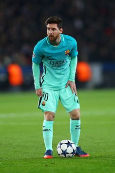 Lionel Messi of Barcelona prepares to take a free-kick during the UEFA Champions League Round of 16 first leg match between Paris Saint-Germain and FC Barcelona at Parc des Princes on February 14, 2017 in Paris, France.