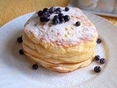 Feine, süße und dank dem Backpulver luftig weiche Pfannkuchen, die am besten sie mit Aprikosenmarmelade und Obst schmecken . … Continued Fine, sweet and thanks to the baking powder airy soft pancakes that taste best with apricot jam and fruit. Pancake Recipe With Yogurt, Best Pancake Recipe, Yogurt Pancakes, Yogurt Recipes, Avocado Recipes, Pancake Muffins, Czech Recipes, Russian Recipes, Food Network Recipes