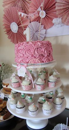 Pink ruffle & vintage cupcake tower by Piece of Cake, Argentina.