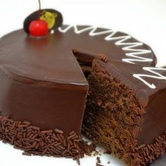 A mouthwatering chocolate tres leches cake made with Nutella and topped with chocolate frosting.This dark chocolate mousse cake uses dark cocoa powder Easy Chocolate Chip Cookies, Chocolate Desserts, Chocolate Cake, Chocolate Sponge, Pan Dulce, Sweet Recipes, Cake Recipes, Dessert Recipes, Köstliche Desserts