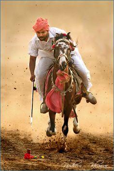 Pakistan - Tent pegger of Punjab. Horse Girl Photography, Village Photography, Couple Photography Poses, World Photography, Archery Girl, Pakistani Culture, Horse Anatomy, Arabian Art, Tent Pegs