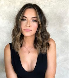 We have compiled the best hairstyles trends of The new year gives yourself a new image. Then motivate yourself to start with a beautiful hairstyle. Medium Hair Styles For Women, Medium Hair Cuts, Short Hair Styles, Cut My Hair, New Hair, Volume Haircut, Boliage Hair, Collarbone Length Hair, Brown Hair Balayage
