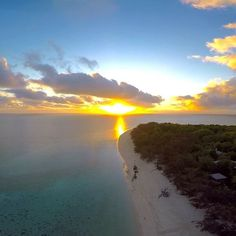 It's worth getting up early on @HeronIsle when you get rewarded with a view like this! (adam_balkin/via IG)  www.parkmyvan.com.au #ParkMyVan #Australia #Travel #RoadTrip #Backpacking #VanHire #CaravanHire