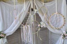 DIY πρόταση για διακόσμηση γάμου σε λευκές και χρυσές αποχρώσεις. Ταιριάζει σε καλοκαιρινό γάμο, σε Boho γάμο ή σε ρομαντικό γάμο. Πατήστε στην εικόνα για να δείτε ολόκληρο το θέμα Γάμος Λευκό-Χρυσό. #γαμος #διακοσμησηγαμου #γαμος2020 #wedding #weddingdecoration #diywedding #weddinginspiration #weddingideas #weddingdecorideas #fallwedding #autumnwedding #wedding2020 #mpomponieres #φθινοπωρινοςγαμος #barkasgr #barkas #afoibarka #μπαρκας #αφοιμπαρκα #imaginecreategr Wreaths, Candles, Wedding, Home Decor, Valentines Day Weddings, Decoration Home, Door Wreaths, Room Decor, Candy