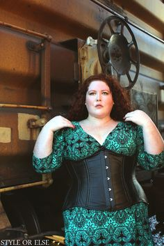 Excellent article by Style Or Else on plus-size corsets - where to find them, what to look for, how to measure a fuller figure, and busting corset myths.