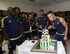 Robin van Persie'ye Sürpriz Doğum Günü Kutlaması | Fenerbahçe Spor Kulübü Resmi Sitesi