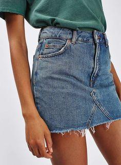 Jupe en jean taille haute + tee-shirt un brin large