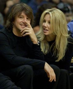 Heather Locklear is 52, Still Looks Fantastic | Fox News Magazine
