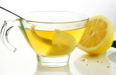 The health benefits of drinking lemon water and drinking warm lemon water. These little superfruits can really change your life just by drinking a glass of lemon water once or more a day! Drinking Warm Lemon Water, Hot Lemon Water, Lemon Water In The Morning, Lemon Water Benefits, Lemon Health Benefits, Detox Drinks, Healthy Drinks, Healthy Recipes, Lemon Recipes