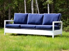Simple, free, step by step project plans to build an outdoor loveseat inspired by Restoration Hardware Nantucket Collection. Featuring relaxed seating and sturdy styling, this inexpensive outdoor loveseat is stylish and comfortable. Painted Outdoor Furniture, Outdoor Furniture Plans, Wood Furniture, Diy Sofa, Outdoor Loveseat, Outdoor Seating, Outdoor Lounge, Nantucket, Relax