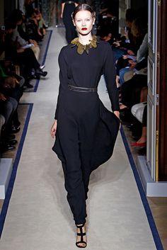 Saint Laurent Spring 2011 Ready-to-Wear Fashion Show - Jac