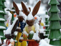 Weihnachten kälter als Ostern? Sieht nach Eiersuchen im Schnee aus.  http://www.ovz-online.de/queport/jrs?xpath=namred/_2013/_12/bild_original/phpfc6b9422b1201303201459.jpg