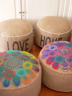 Puff Ñandutí - Comprar en Hecho en Telar Furniture Upholstery, Cool Furniture, Diy Souvenirs, Kids Table And Chairs, Diy Home Crafts, Decorative Throws, Recycled Crafts, Bohemian Decor, Decoration
