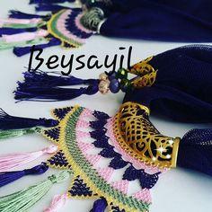 Needle Lace Scarf Models, # Iğneoyasıfularörneg of # Iğneoyasıtespihmodel of One of the most beautiful needle lace models I& seen lately. I love every model of needlework. Needle lace rosary models also . Scarf Jewelry, Lace Jewelry, Jewelry Tags, Lace Scarf, Jewelry Model, Needle Lace, Schmuck Design, Neck Warmer, Bead Art