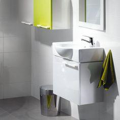 Trots den utrymmesbesparande designen är det här tvättställsskåpet förvånansvärt stort invändigt.