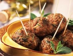 Sweet and Spicy Chicken and Bacon Appetizers Wedding Appetizers, Bacon Appetizers, Appetizer Recipes, Meatball Appetizers, Holiday Appetizers, Meatball Recipes, Sweet And Spicy Chicken, Cocktails For Parties, Lamb Meatballs