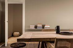 pareti di colore beige Pintura Coral, Dulux Paint Colours, Trending Paint Colors, Reclaimed Furniture, Paint Brands, Color Of The Year, Scandinavian Interior, Elle Decor, Color Trends