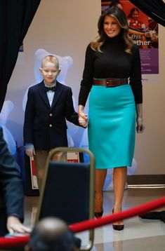 Fashion Notes: Melania Trump Brings Holiday Smiles to Children's Hospital in Leopard Stilettos Pencil Skirt Dress, Pencil Skirt Outfits, Pencil Skirts, Pencil Dresses, Milania Trump Style, Melina Trump, Stilettos, First Lady Melania Trump, Estilo Fashion