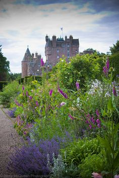 Glamis Castle Scotland  My Lyon family line comes from here. Teach the kids about our heritage.