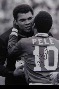 El Rey del futbol saludandose con el Rey del Boxeo, 1 oct 1977