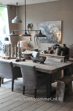Love the texture and colour Decor, Interior, Dining Room Design, Dining Corner, Rustic Metal Decor, Elegant Dining, House Interior, Home Deco, Rustic Interiors